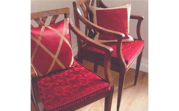 sedie con tappezzeria rossa
