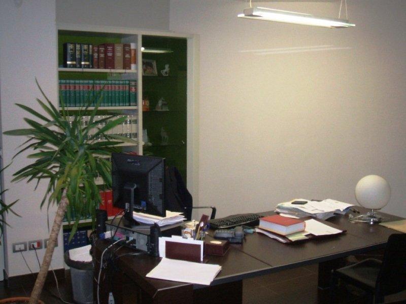 Avvocati e legali napoli roma studio legale ricciuto for Scrivania avvocato