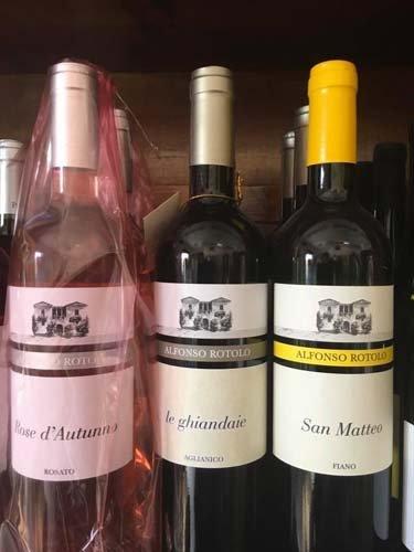 bottiglia di vino rose d`autunno le ghiandaie e san matteo