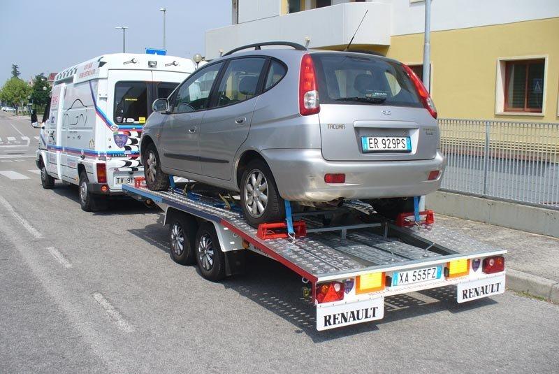 Trasporto auto con carrello