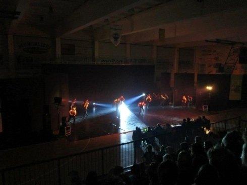 allestimento palcoscenico in palestre Milano- spettacolo finale