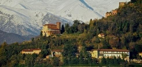 Vista della casa di riposo ai piedi della collina