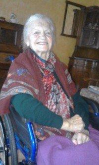 Un anziana signora che sorride