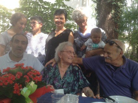 Ospiti della residenza per anziani che ridono
