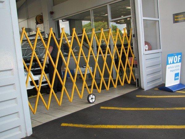 Expanding barrier
