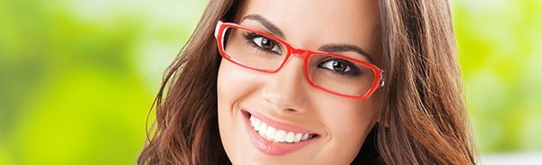 see side optical sales lady with glasses