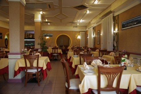 sala interna ristorante cinese Lecco