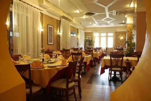tavoli quadrati ristorante cinese