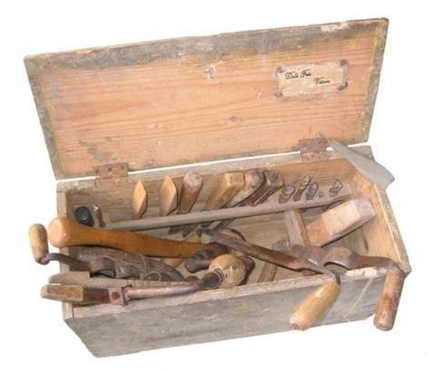 Cassetta antichi strumenti di lavoro
