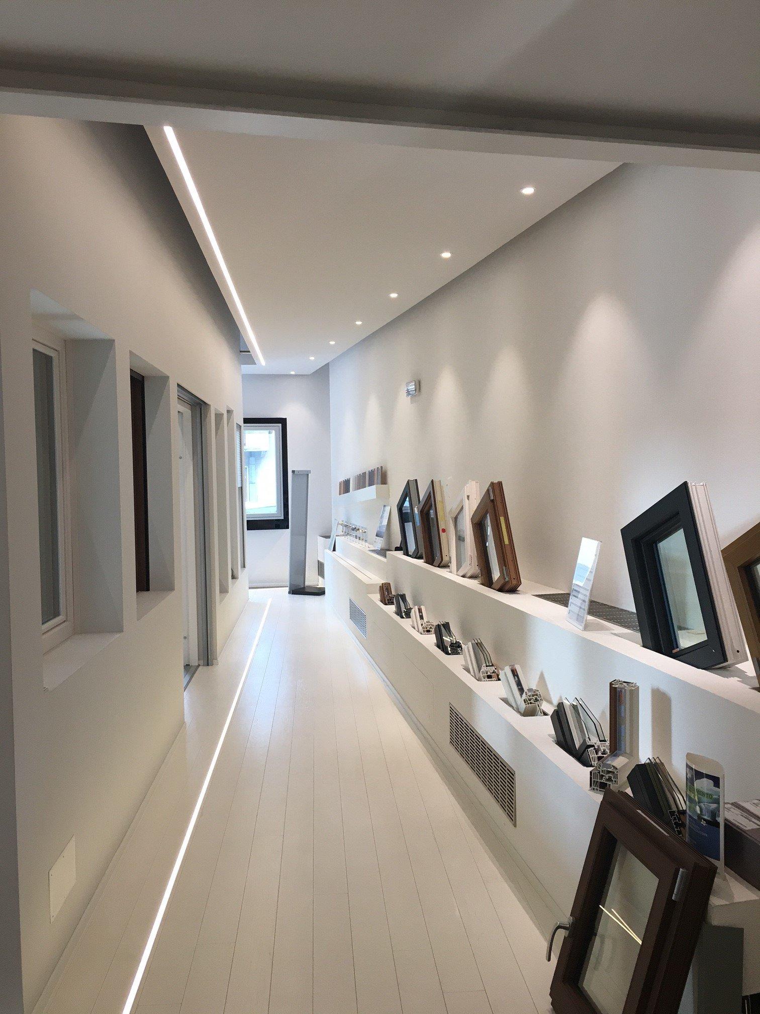 Showroom finestre e cornici per finestre