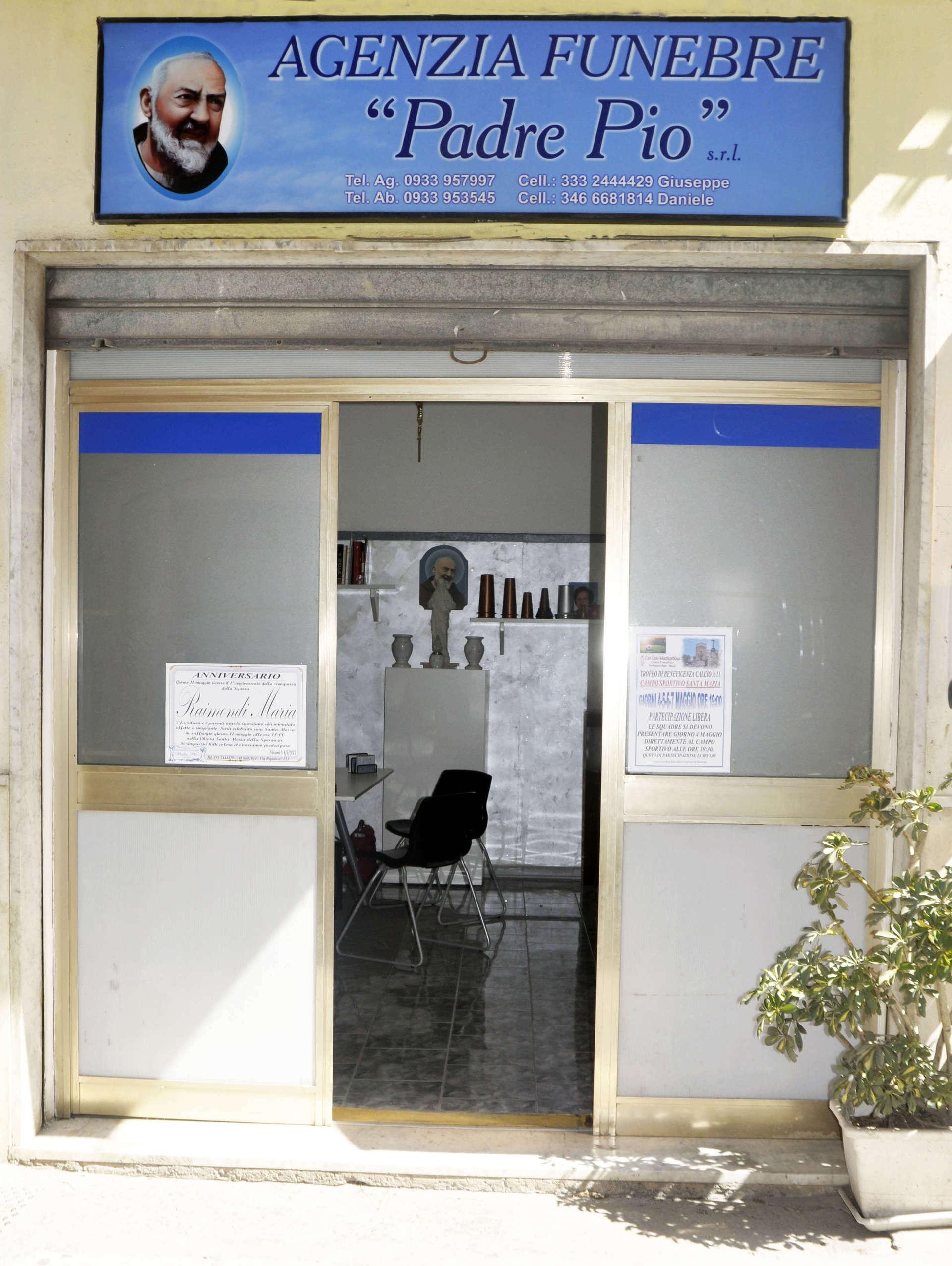 entrata agenzia funebre