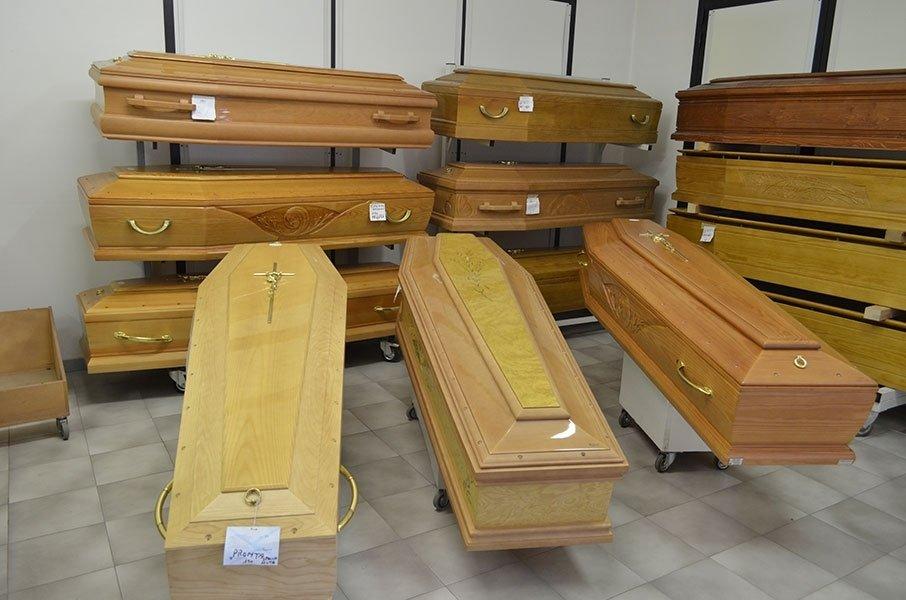 esposizione cofani funebri