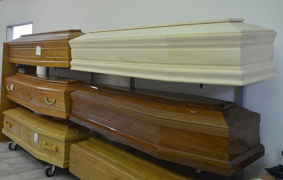 cofani in legno colorato