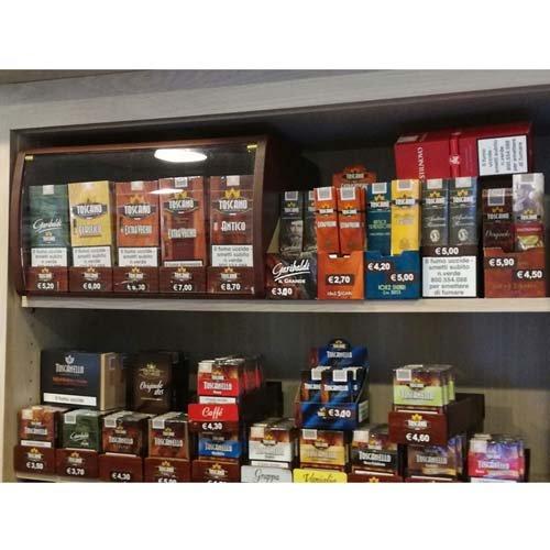 Articoli per fumatori nel scaffale