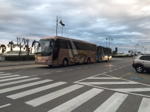 bus su strada