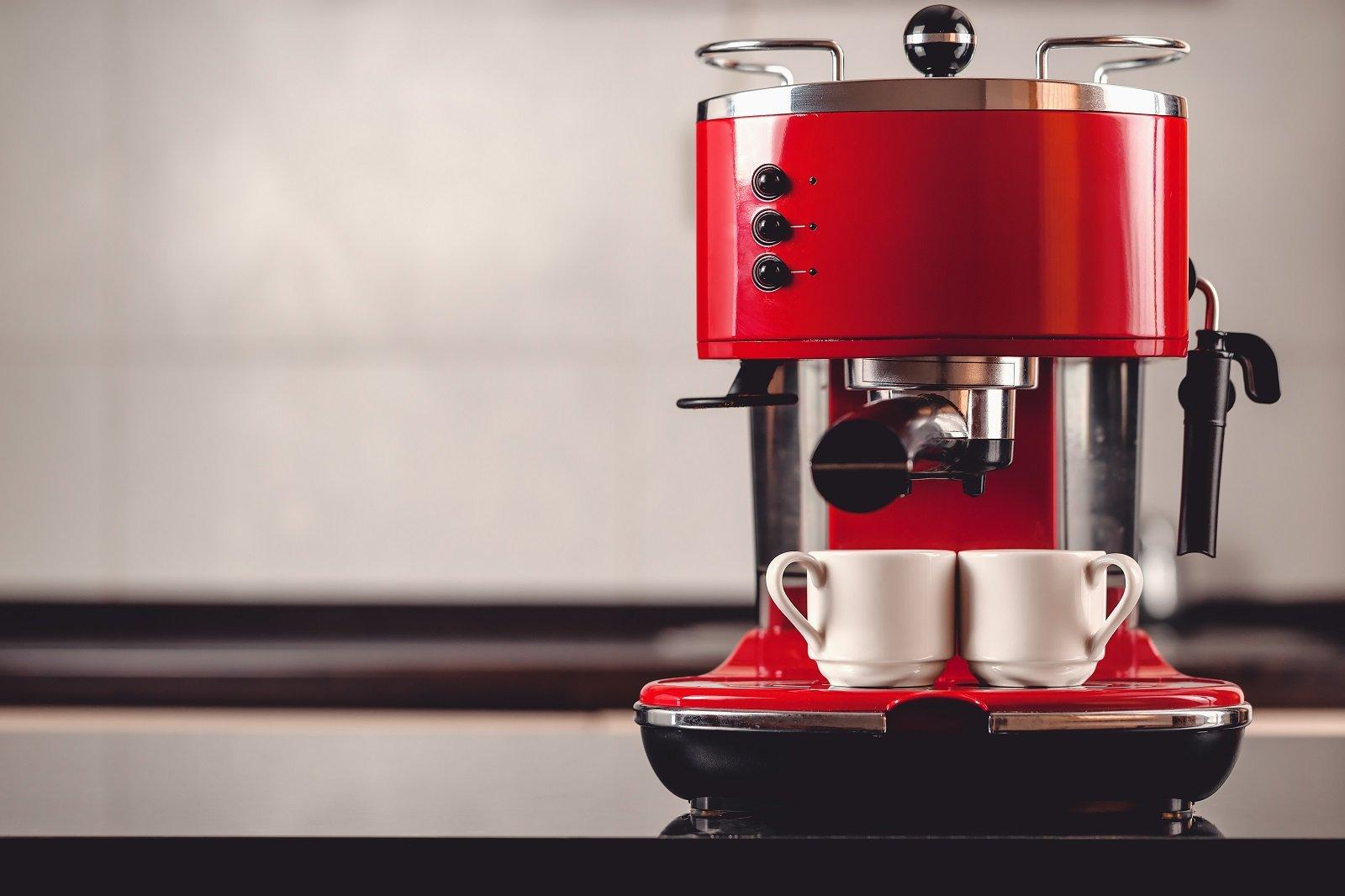 Macchina per il caffè rossa