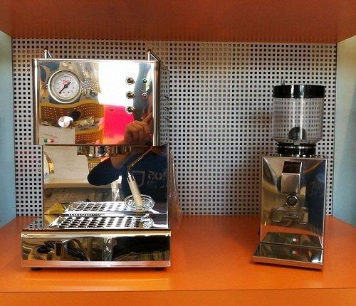 due macchinetta del caffè in acciaio