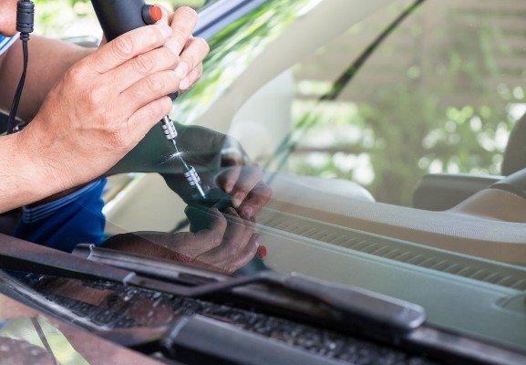 sistemazione vetro macchina