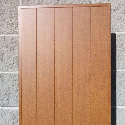 un anta di una persiana in legno