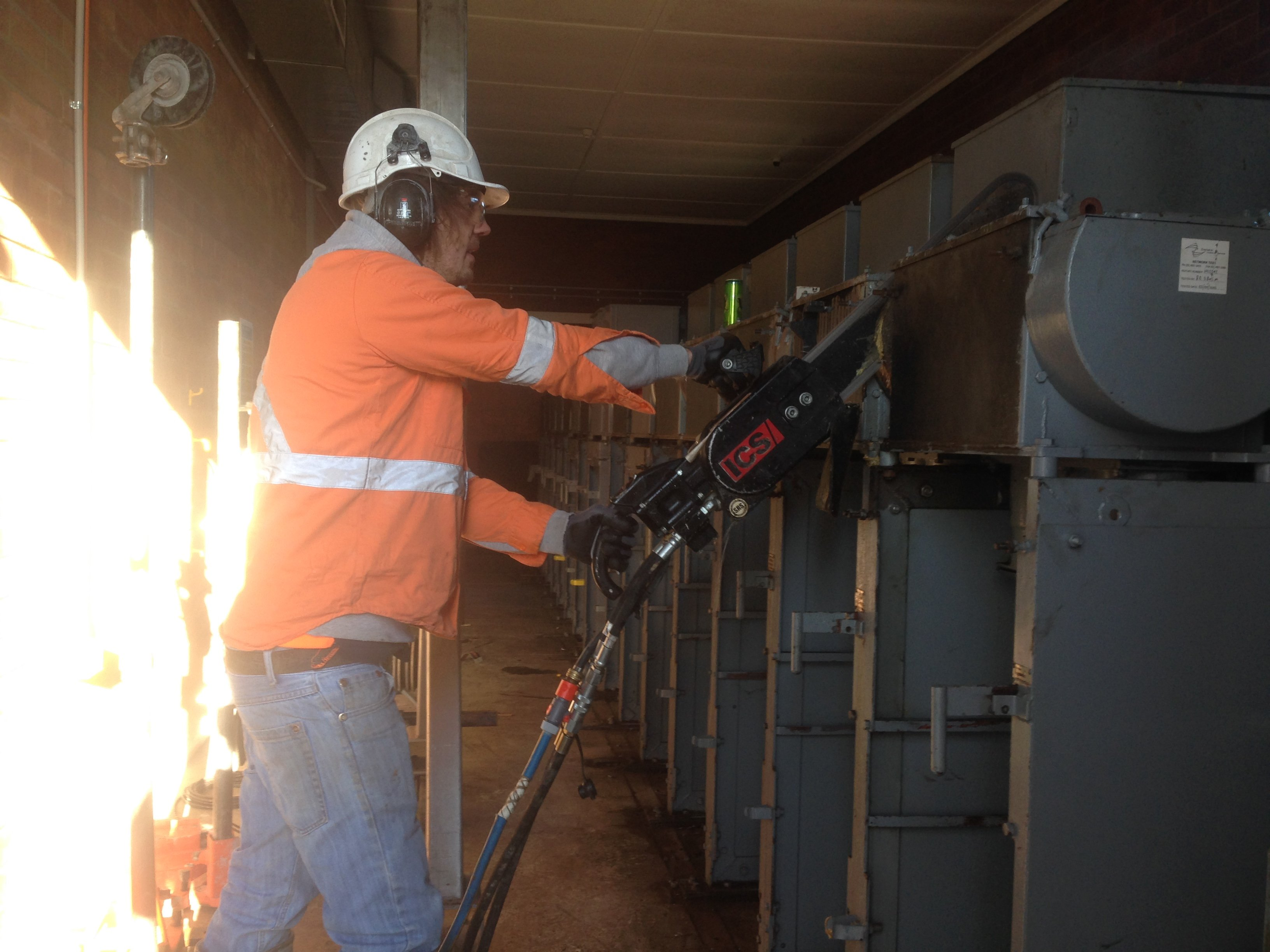 newcastle cut n drill professional diamond chain sawing
