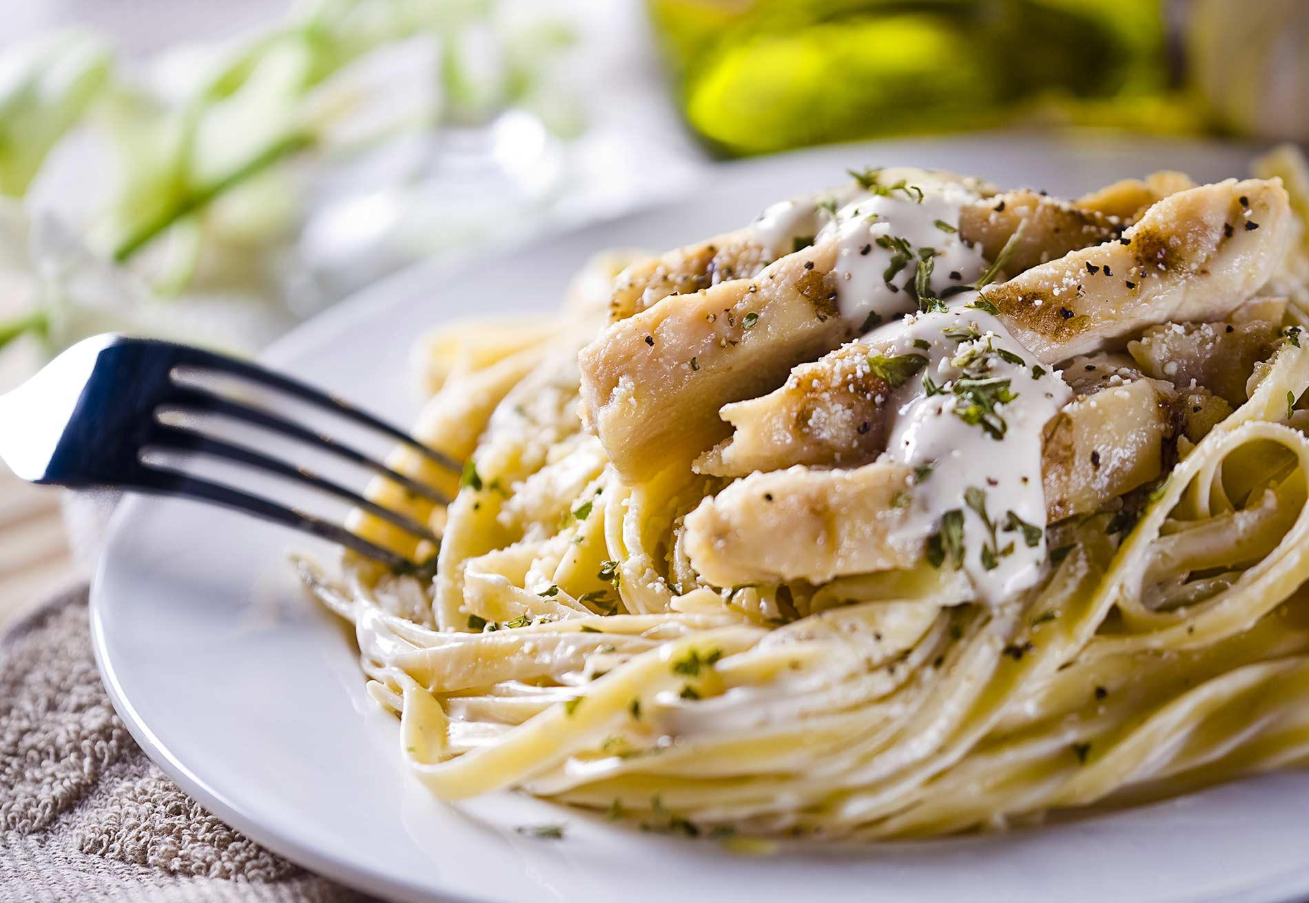 Pasta alfredo with chicken