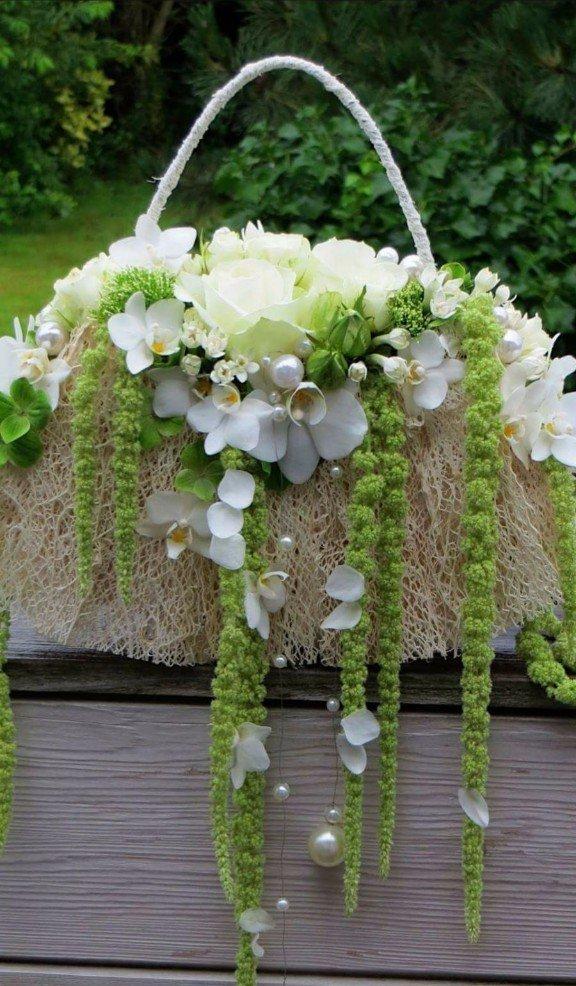 borsa con allestimento floreale