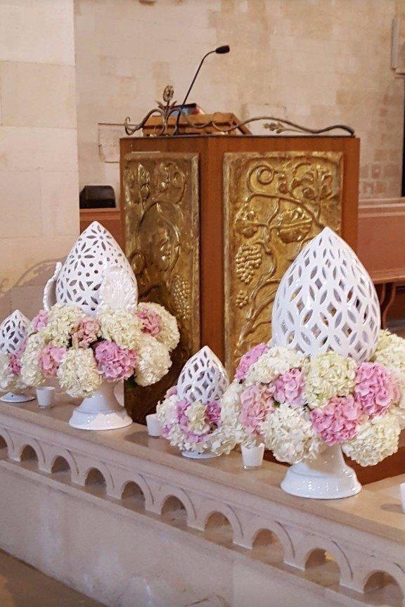 pomo con fiori bianchi e rosa