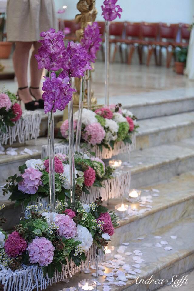 scalinata con addobbi floreali personalizzati