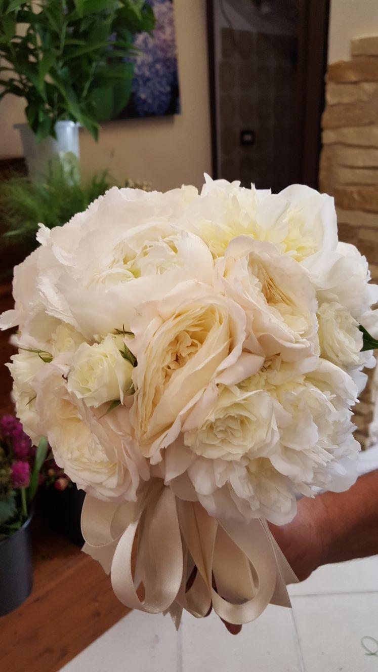 polsino realizzato con fiori freschi