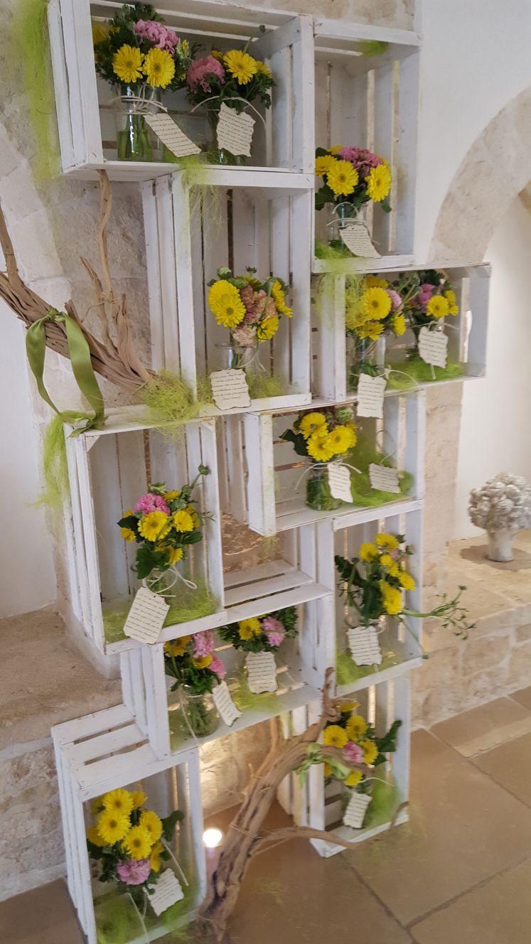 fiori nelle cassette di legno