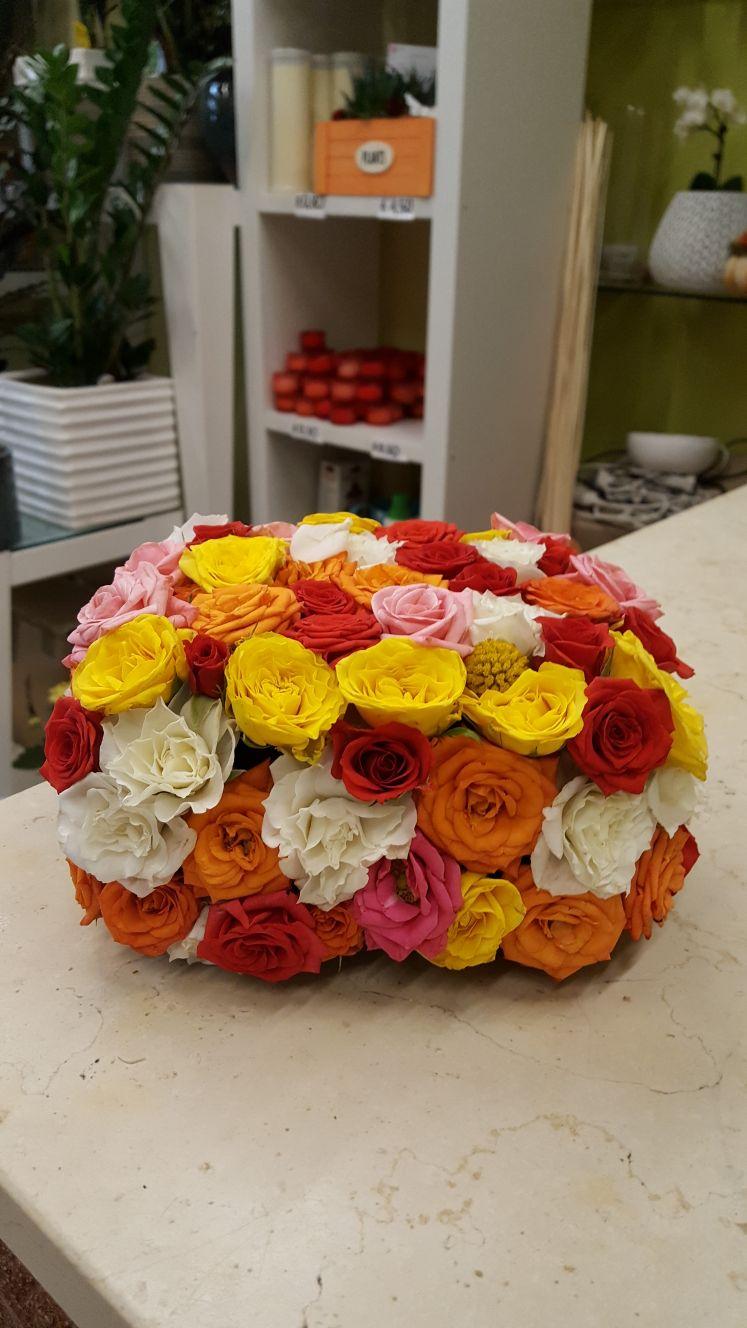 centrotavola di fiori colorati