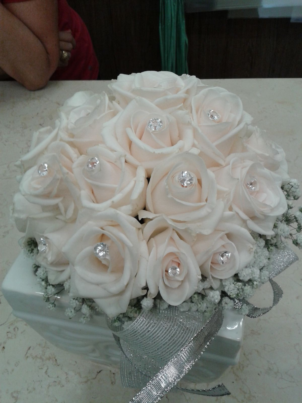 bouquet di rose bianche con brillantini
