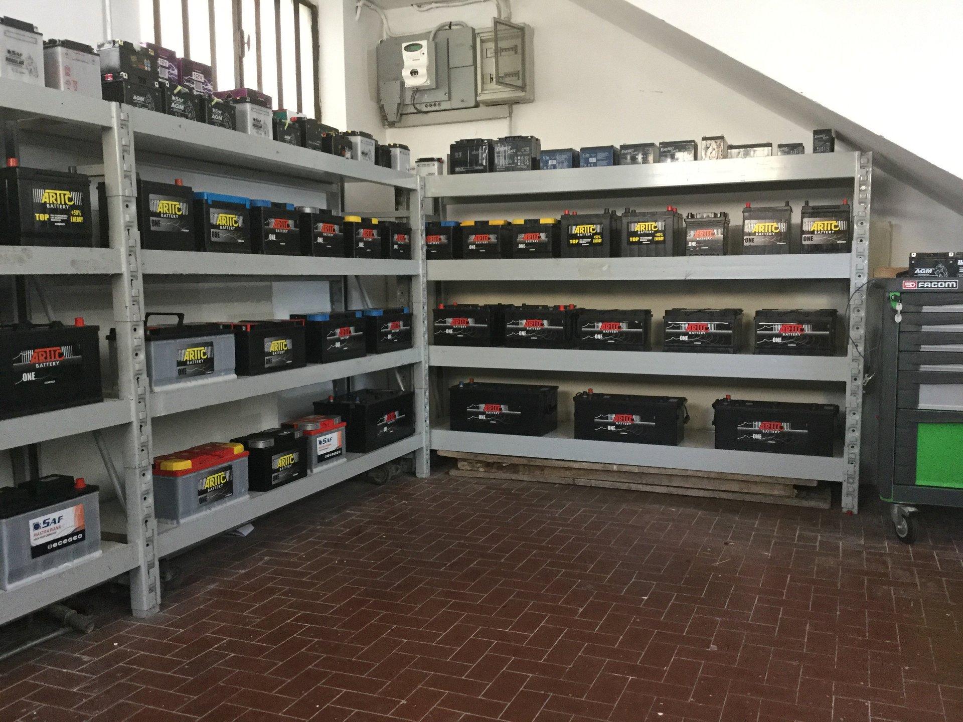 Magazzino di batterie per auto