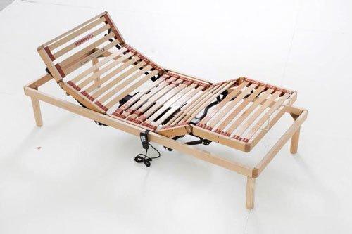 un letto singolo con le doghe regolabili con telecomando