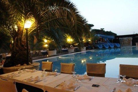 Cenare a bordo piscina a Pescara
