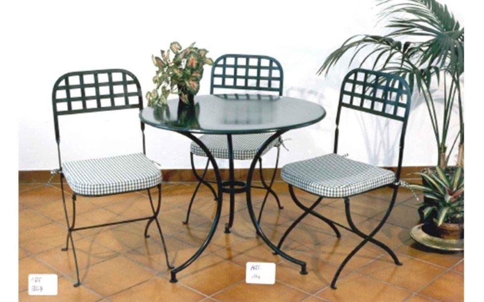 Tavolo tondo con sedie