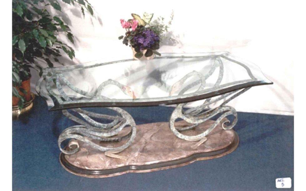 Tavolo da fumo in ferro battuto