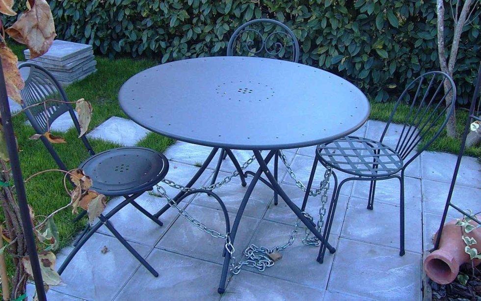 Tavolo con sedie pieghevoli