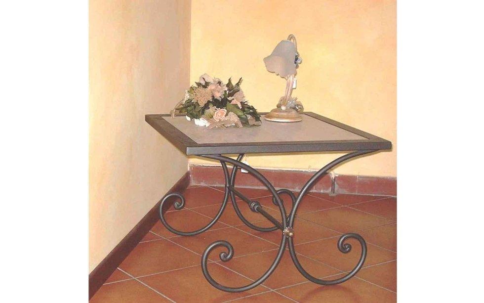 Tavolino in fero battuto di arredo