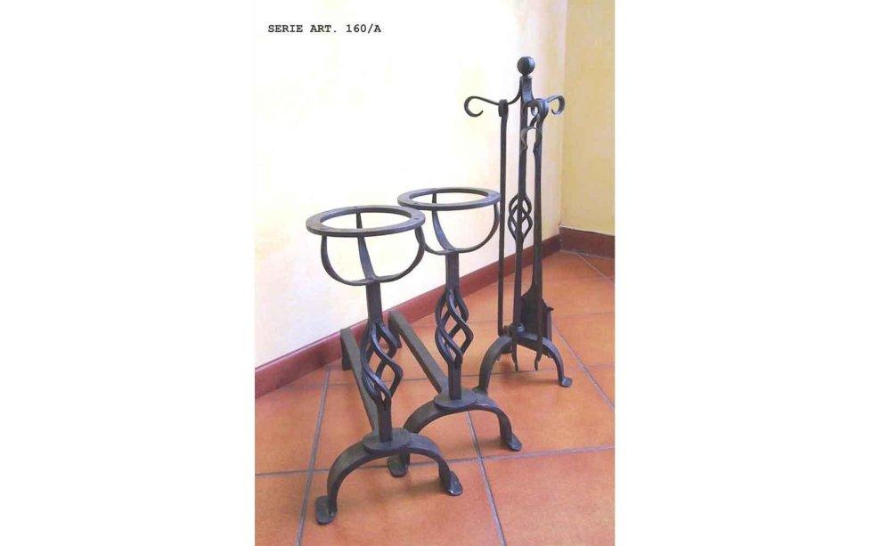 Alari ed accessori in ferro battuto lavorato a man