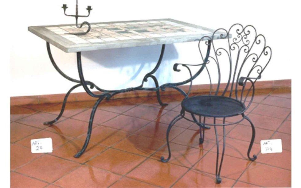 Tavolo in ferro e travertino