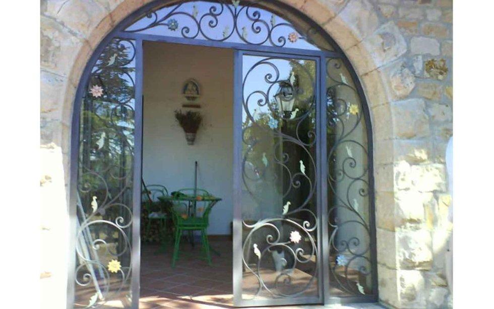 Porte con decorazioni