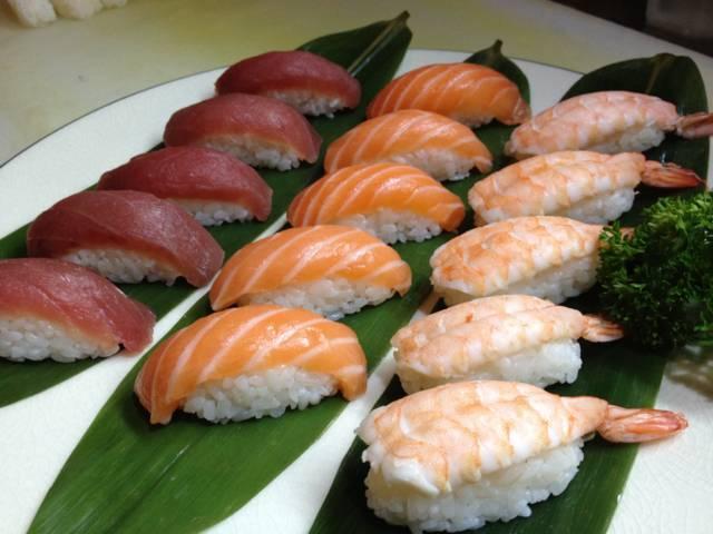 vassoio di sushi misto