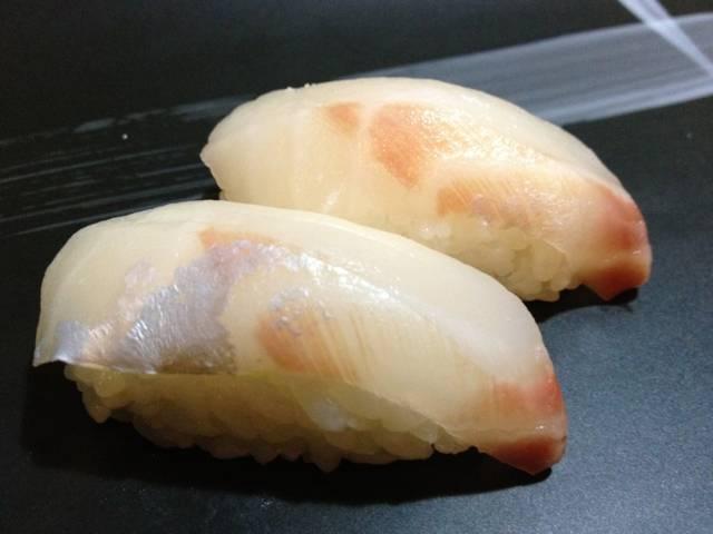 sushi di pesce bianco