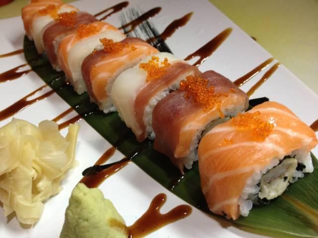 uramaki con salmone