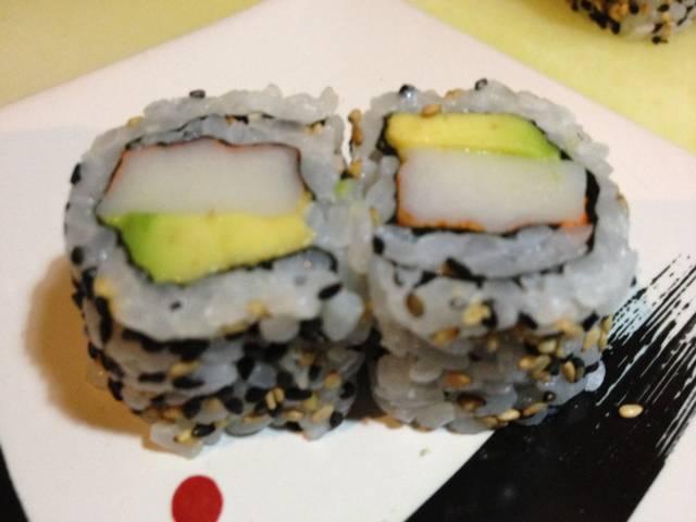 uramaki con avocado