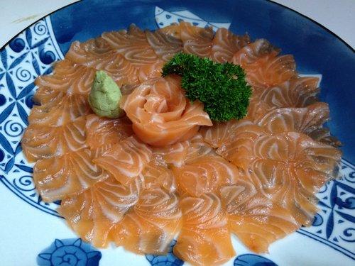fettine di salmone a forma di fiore