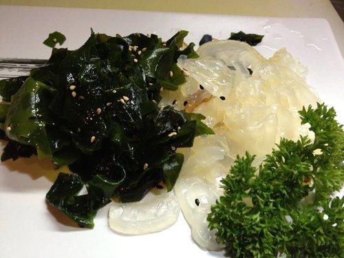 verdure e pesce crudo