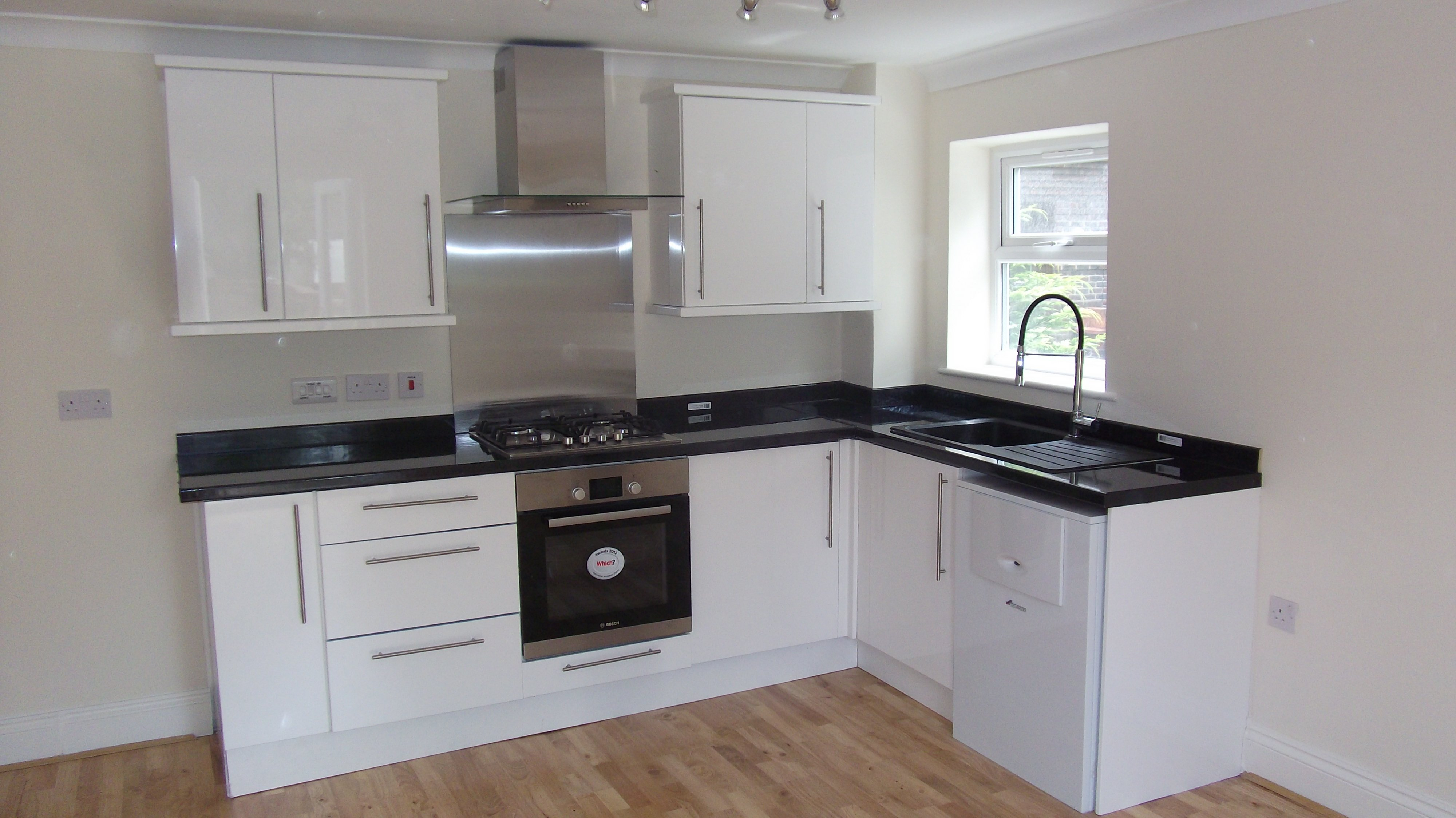Newly refurbished kitchen with stand up mega flow Bosch boiler
