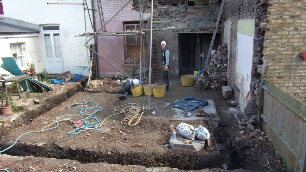 Digging down of the foundation for the extension
